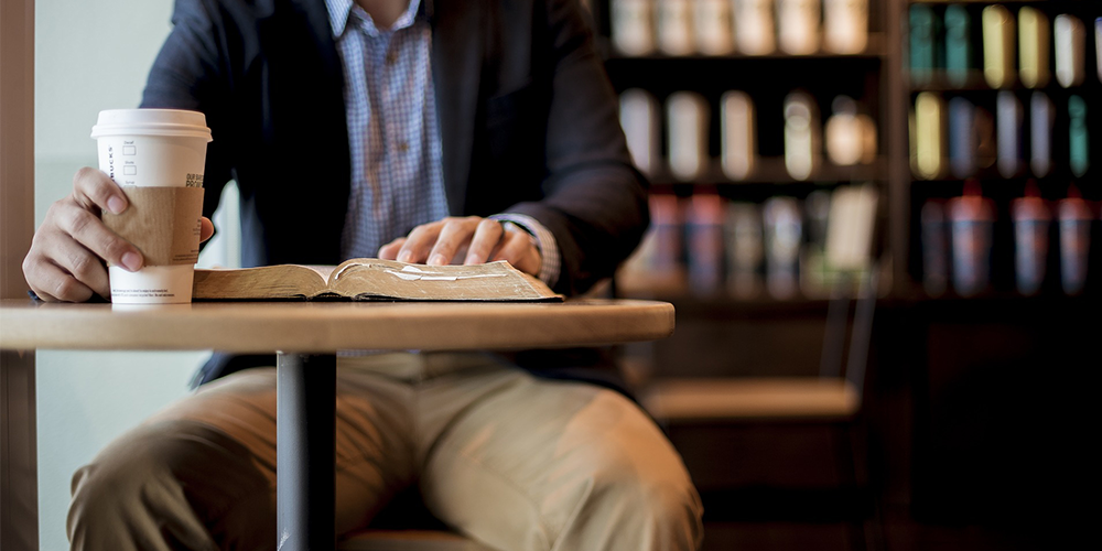 5 Books Every Investor Must ReadH